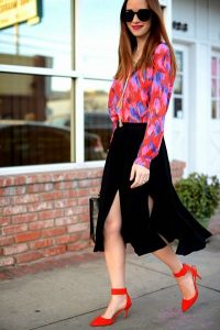 ar-wash-skirt-bold-printed-top-and-sandals